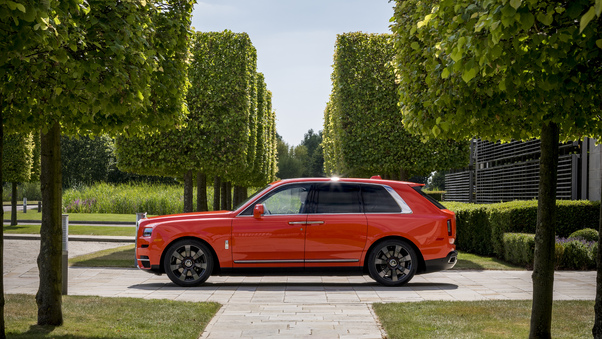 Full HD Rolls Royce Cullinan Wallpaper