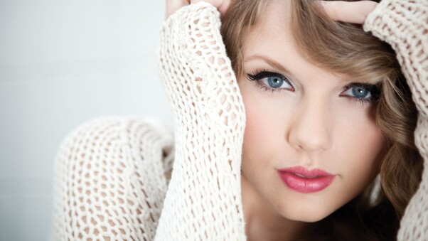Taylor Swift Blue Eyes