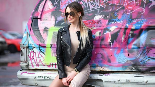 urban-girl-black-jacket-5k-3g.jpg