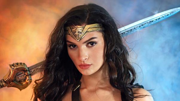 wonder-woman-fan-cosplay-5k-nb.jpg