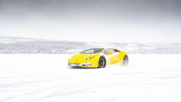 Full HD White Lamborghini Aventador 5k New Wallpaper
