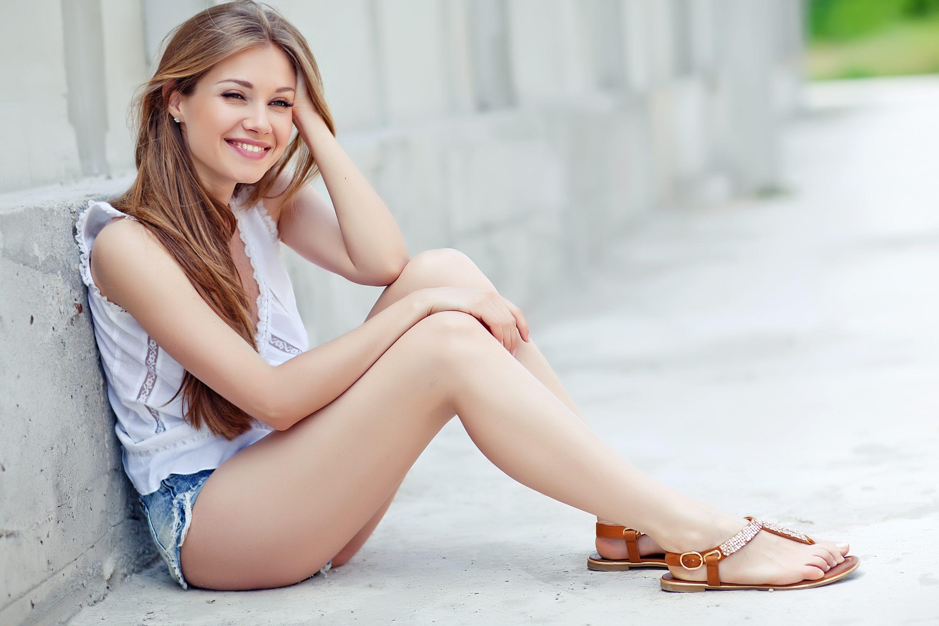 960x540 Girl Sitting On Floor Smiling