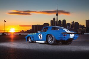 1966 Chevrolet Corvette CN Tower Wallpaper