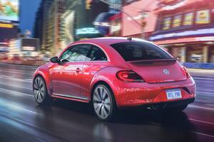 2017 Volkswagen Pink Beetle Model Wallpaper
