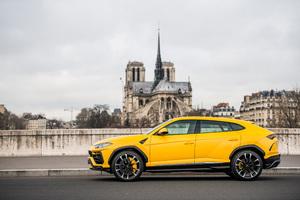 2018 Lamborghini Urus Side View 4k