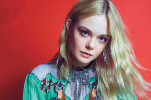 2020 Elle Fanning Wallpaper