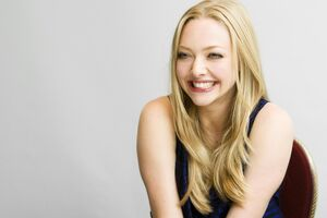 4k Amanda Seyfried Wallpaper