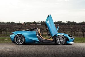 5k McLaren 720S Spider 2019 Doors Up