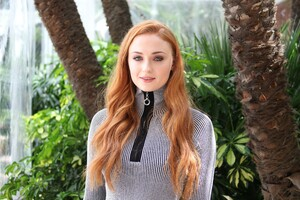 5k Sophie Turner Actress