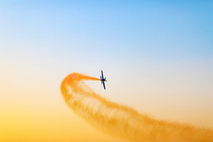Airplane Throwing Yellow Smoke Flight 5k Wallpaper