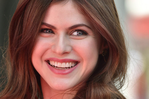 Alexandra Daddario Cute Smile Wallpaper