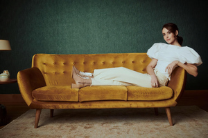 Alison Brie And Debby Ryan Netflix Sundance Portraits 4k Wallpaper