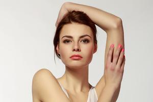 Alona Model Posing 4k