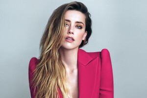 Amber Heard 2 Wallpaper
