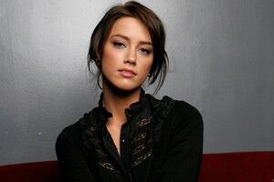 Amber Heard Black Dress Wallpaper