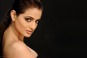 Ameesha Patel 2