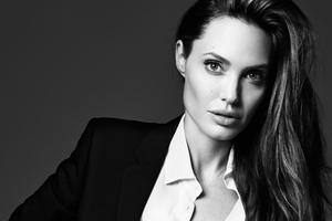 Angelina Jolie Elle 2018 Wallpaper