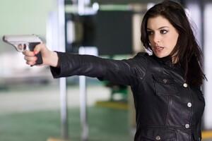 Anne Hathaway Shooting