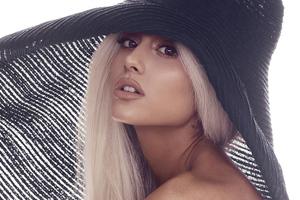 Ariana Grande 2020 Singer Wallpaper