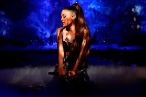 Ariana Grande American Singer 2017 Wallpaper