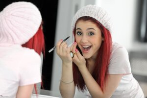 Ariana Grande Dimple Wallpaper