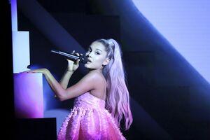 Ariana Grande Live 4k