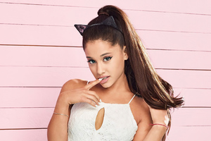 Ariana Grande Singer 2020 Wallpaper