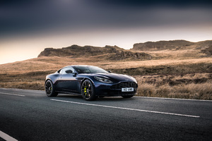 Aston Martin DB11 AMR 2018 Wallpaper