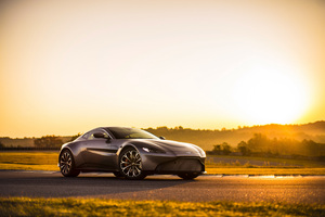 Aston Martin Vantage 2018 Wallpaper