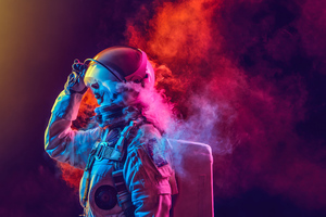 Astronaut Coloured Smoke 4k