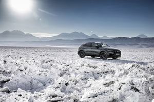 Audi Q8 55 TFSI Quattro S Line 2018 Front View