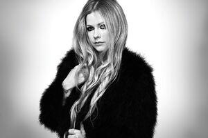 Avril Lavinge Monochrome 5k