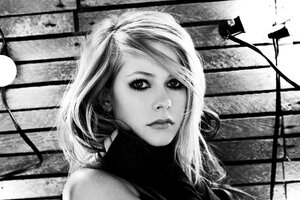 Avril Lavinge Monochrome