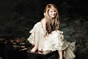 Avril Lavinge Smiling Wallpaper