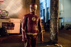 Barry Allen As Flash In The Flash Season 4 2017