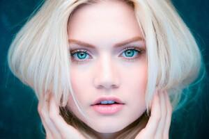 Beautiful Eyes Blonde Girl Wallpaper