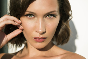 Bella Hadid Face Close Up Wallpaper