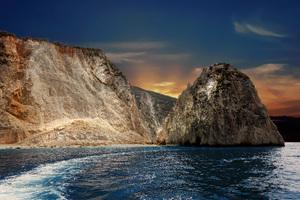 Big Rock Ocean 8k Wallpaper