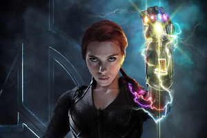 Black Widow With Infinity Gauntlet Wallpaper