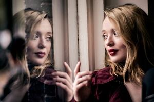 Blonde Face Girl Lipstick Wallpaper