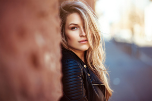 Blonde Girl Standing Side Wall 4k