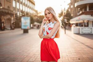 Blonde Women Street Portrait Wallpaper