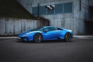 Blue Lamborghini Huracan Evo 5k