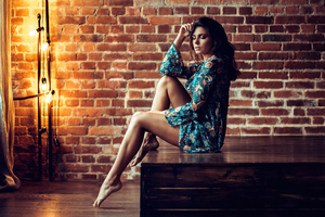 Brunete Girl Pose Sitting 4k Wallpaper