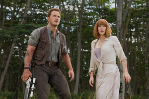 Bryce Dallas Howard And Chris Pratt In Jurassic World Fallen Kingdom