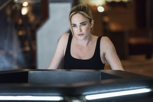 Caity Lotz Legends Of Tomorrow Season 4 Wallpaper