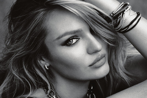 Candice Swanepol Monochrome Wallpaper