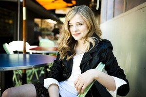 Chloe Moretz Full HD Wallpaper