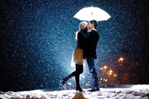 Couple Kiss In Snow Wallpaper