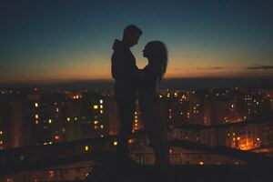 Couple Silhouette City View Behind Wallpaper